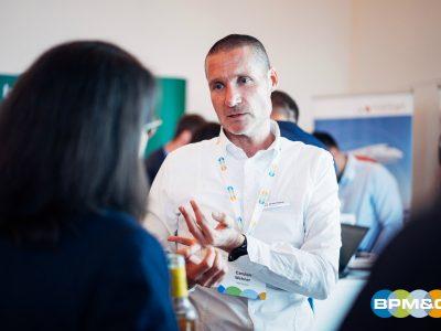 Carsten im Gespräch mit einer Besucherin - vielleicht der Beginn einer neuen Customer Journey?