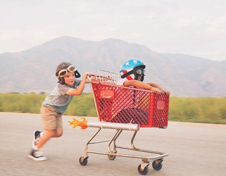 Kinder Einkaufswagen Rennen klein